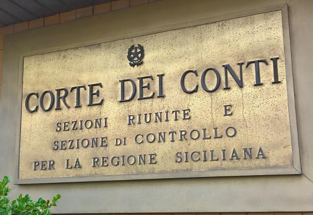 Condannato al risarcimento un sindaco per incarico di consulenza generico e su materie di pertinenza del dirigente