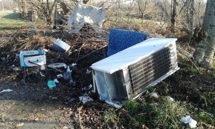 Consiglio di Stato: Quali presupposti per ordinare al proprietario del suolo la rimozione di rifiuti abbandonati