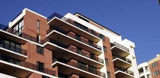 Gli enti territoriali possono acquistare beni immobili senza necessità di dimostrare il carattere indispensabile ed indilazionabile dell'acquisto, nonché la congruità del prezzo da parte dell'Agenzia del Demanio